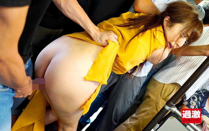 セーラー服もワンピースも引き裂け!痴漢の手が洋服をビリビリに破る